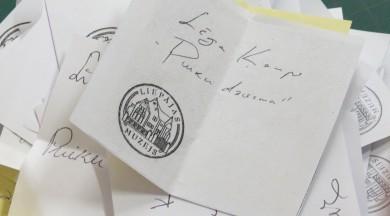 """Līgas Ķempes glezna """"Puiku dziesma"""" iegūst izstādes apmeklētāju balvu"""