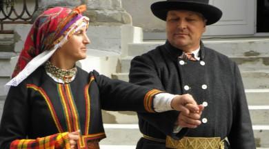 Kurzemes tautas tērpu informācijas centrs aicina iepazīt  kurzemnieču galvas rotas