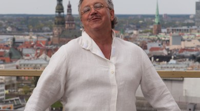 """Aktieris Andris Bērziņš 65 gadu jubileju atzīmēs  ar """"Tobāgo!"""" izrādi Jelgavā"""