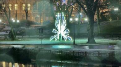 """Vēl līdz 14. janvārim var apskatīt vides objektu festivāla """"Ziemassvētku egļu ceļš"""" mākslas darbus"""