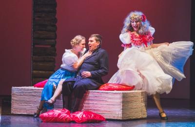 """Daugavpils teātrī pirmizrāde - """"Īsa pamācība mīlēšanā"""""""