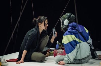 """Ar izrādes """"Mana māsa"""" režisoru Mārtiņu Eihi sarunājas dramaturģe Justīne Kļava"""