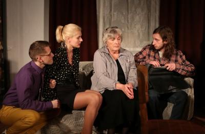 """Daugavpils teātrī notika pirmizrāde izrādei """"Dārgā Jeļena Sergejevna"""""""