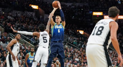 """Porziņģim iespaidīga pirmā ceturtdaļa un 28+12 uzvarā pār """"Spurs"""""""