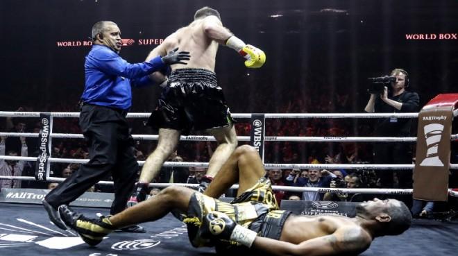 Gasijevs uzdāvina Dortikosam WBA pasaules čempiona jostu