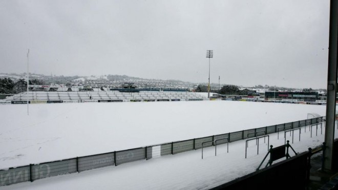 Sniegs un aukstums liek atcelt regbija mačus