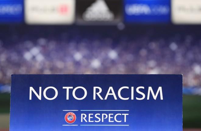 """UEFA soda """"Atletico"""" par rasistiska plakāta parādīšanu Eiropas līgas finālspēlē"""