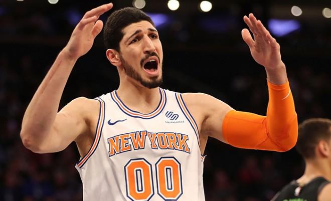 """""""Knicks"""" centrs Kanters uzprasās uz naudas sodu par smieklīgu <i>tvītu</i>"""