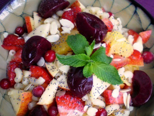 Burvīgie augļu un makaronu salāti