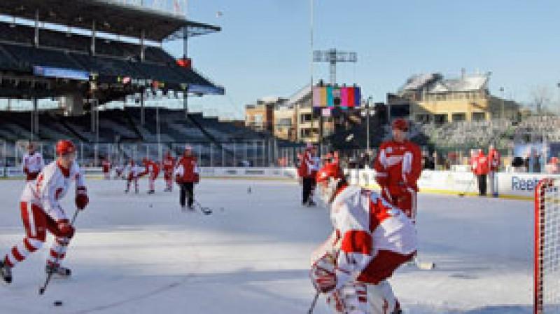 """Detroitas """"Red Wings"""" treniņš atklātā laukumā Foto: AP"""