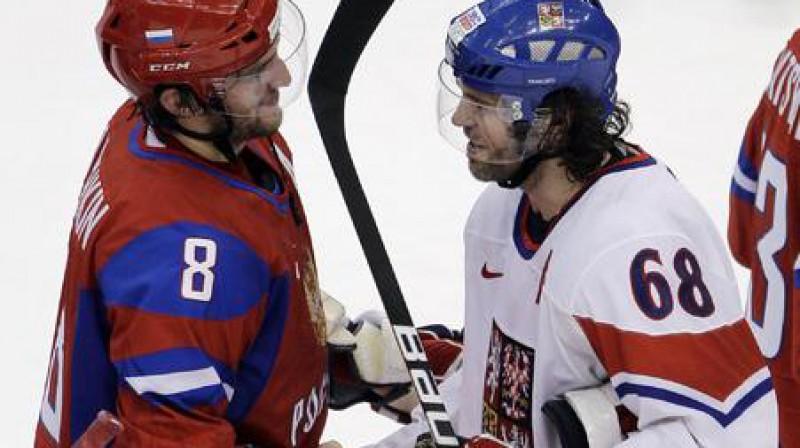 Aleksandrs Ovečkins un Jaromirs Jāgrs pēc spēles Foto: AP/Scanpix