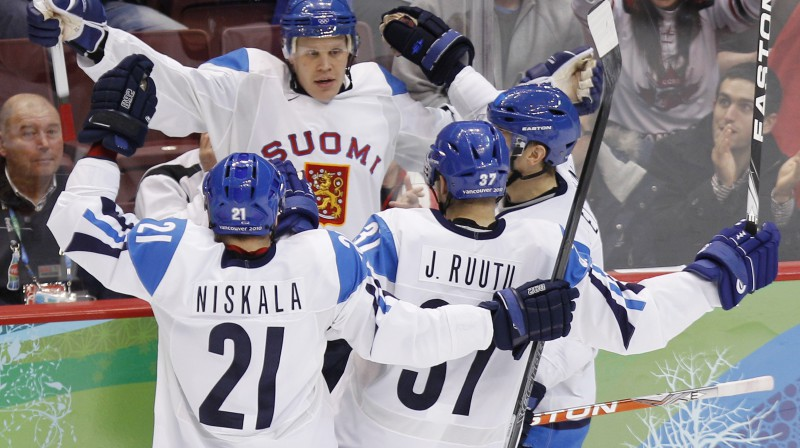 Oli Jokinens spēlē pret Slovākijas valstsvienību guva divus vārtus - panāca neizšķirtu un iemeta uzvaras ripu Foto: AP/Scanpix