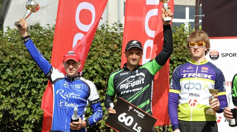 MTB maratona absolūtie uzvarētāji: Dmitrijs Sorokins (no kreisās), Raivis Zīmelis un Rihards Bartuševičs Foto: Ritvars Raits