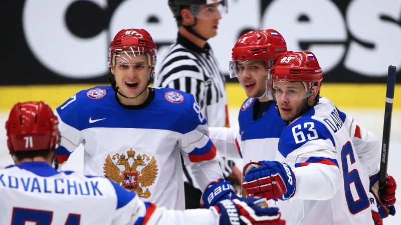 Jevgeņijs Dadonovs (pa labi)  Foto: ITAR-TASS / Scanpix