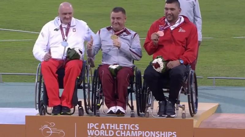 Aigars Apinis uz pjedestāla Dohā  Foto: Paralympic Sport TV