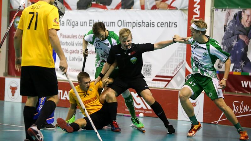 "Moments no cīņas starp starp Kocēnu ""Rubeni"" un ""FbS Bohemians"" Foto: Ritvars Raits, floorball.lv"