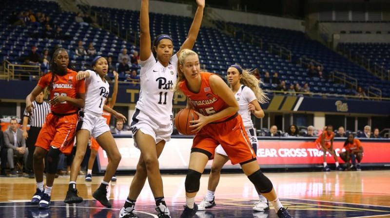 """Digna Strautmane 17. janvārī """"Petersen Events Center"""" zālē Pitsburgā: sezonas rekords gūtajos punktos. Foto: Syracuse"""