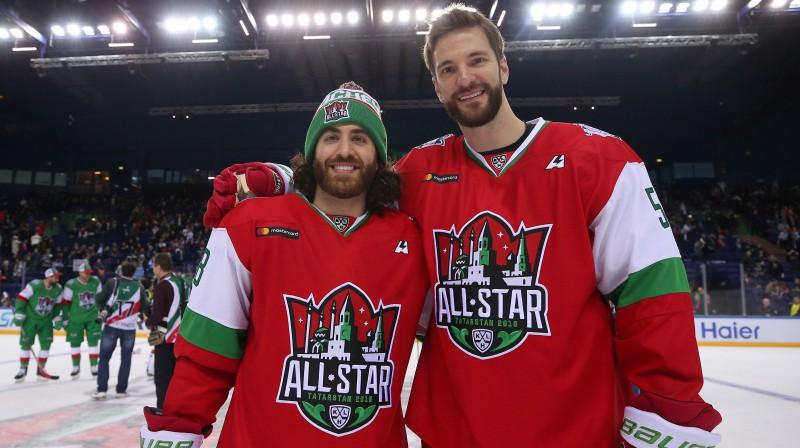 Metjū Majone (no kreisās) un Lauris Dārziņš KHL Zvaigžņu spēlē. Foto:Credit: Yegor Aleyev/TASS/Scanpix