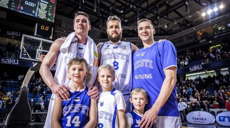 Kristjans Kangurs, Janars Talts un Gregors Arbets pēc atvadu spēles Igaunijas izlasē. Foto: FIBA