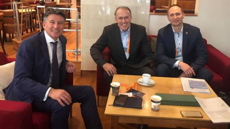 IAAF prezidents Sebastjans Ko, LVS prezidents Arnis Lagzdiņš un ģenerālsekretārs Dmitrijs Miļkevičs. Foto no Miļkeviča Facebook profila