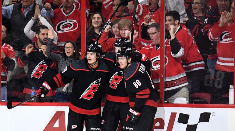 "Karolīnas ""Hurricanes"" hokejisti. Foto: Grant Halverson/AFP/Scanpix"