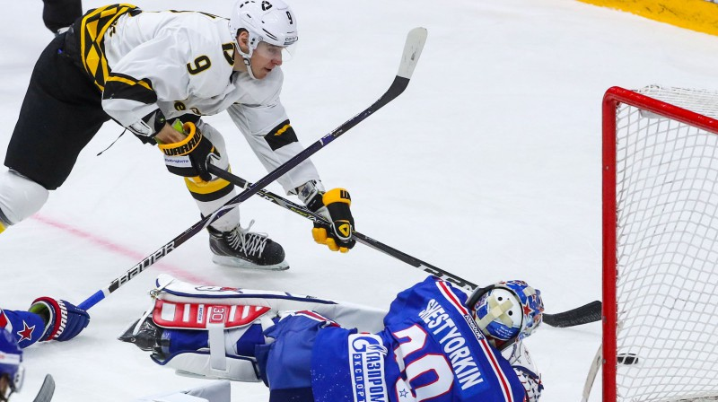 Kārters Eštons spēlē ar Sanktpēterburgas SKA. Foto: Alexander Demianchuk/TASS/Scanpix