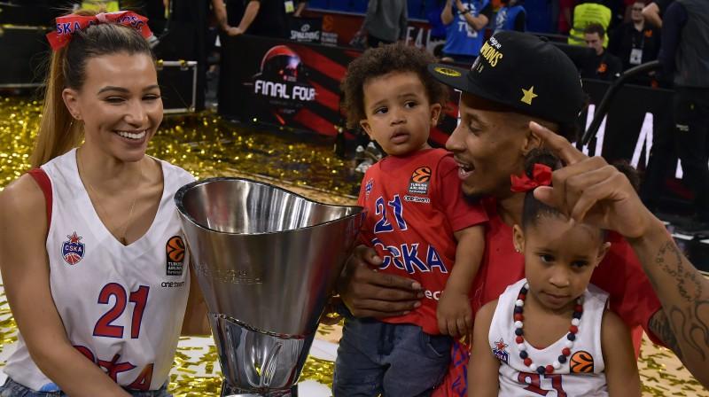 Vils Klaibērns kopā ar ģimeni. Foto: AP/Scanpix