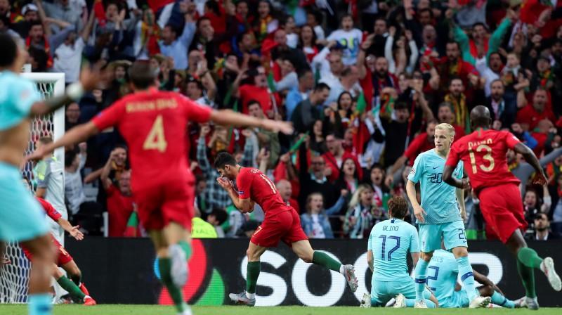 Portugāles izlases futbolisti un līdzjutēji priecājas par vienīgo vārtu guvumu, kas izrādījās izšķirošais. Foto: EPA/Scanpix