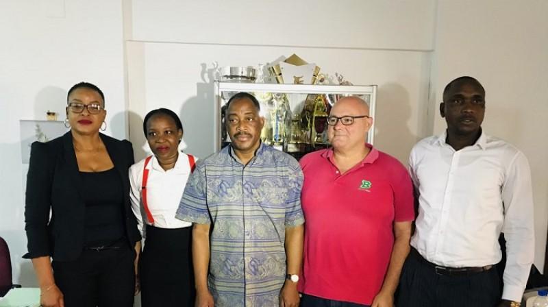 Hulians Martiness (otrais no labās) jau ieradies Mozambikā. Foto: lanze.co.mz