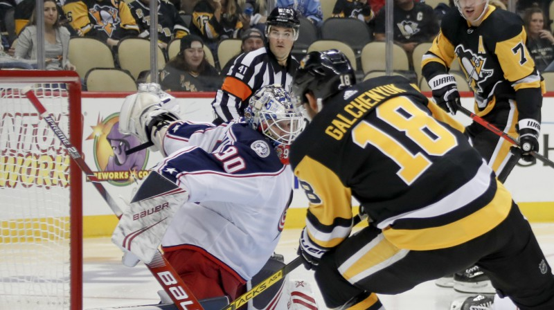 "Elvis Merzļikins pret Pitsburgas ""Penguins"". Foto: AP/Scanpix"