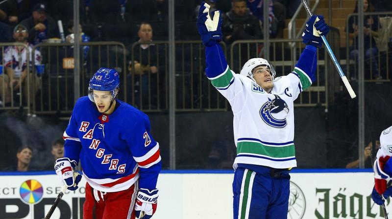 "Vankūveras ""Canucks"" kapteinis Bo Horvats svin vārtu guvumu. Foto: Andy Marlin/USA Today Sports/Scanpix"