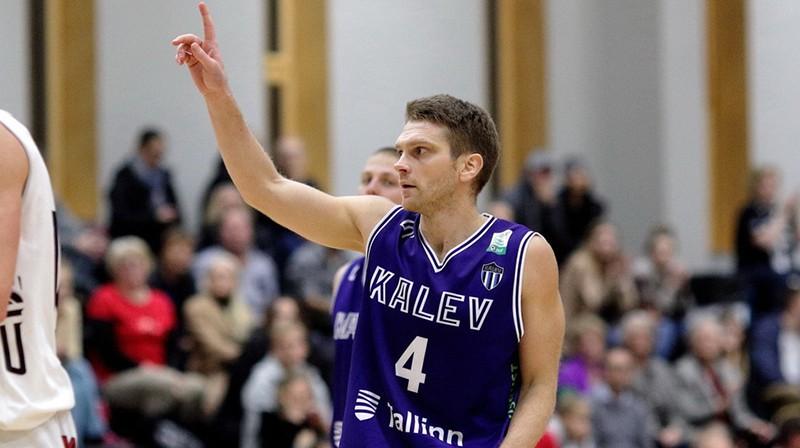Ilggadējais Igaunijas izlases saspēles vadītājs Tanels Soks līdera lomu Igaunijas vicečempionē nomainījis pret spēlēšanu 1. līgā. Foto: Sīms Semiskars