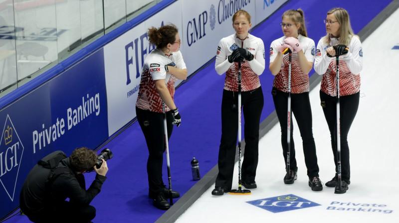 No kreisās: Santa Blumberga, Ieva Krusta, Evelīna Barone, Iveta Staša-Šaršūne Foto: WCF/Alina Pavlyuchik
