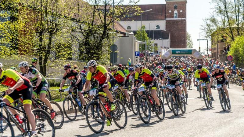 Latvijas valsts mežzu MTB maratona starts Foto: Ģirts Kehris