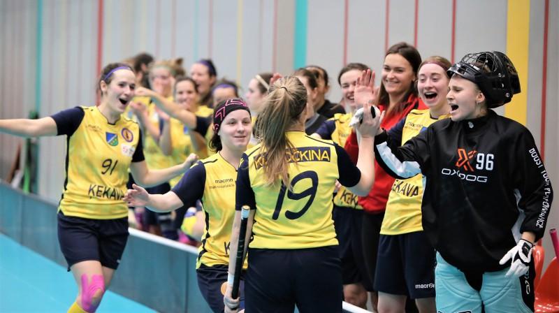Ķekaviešu prieks pēc Viktorijas Kuročkinas uzvaras vārtu guvuma. Foto: Ritvars Raits, floorball.lv