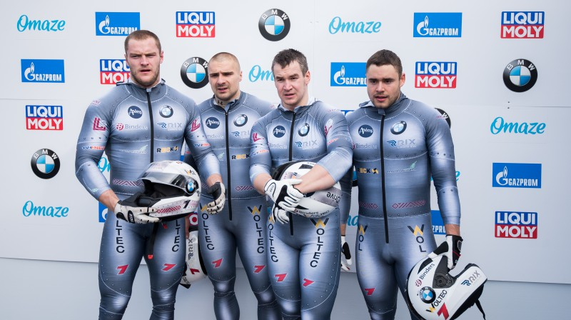 No kreisās: Matīss Miknis, Oskars Ķibermanis, Arvis Vilkaste, Lauris Kaufmanis. Foto: Viesturs Lācis/bobslejs.lv