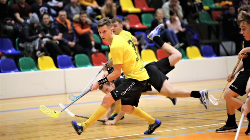 "Spēles moments starp komandām ""Ogres Vilki"" un ""Rubene"". Foto: Ritvars Raits, floorball.lv"