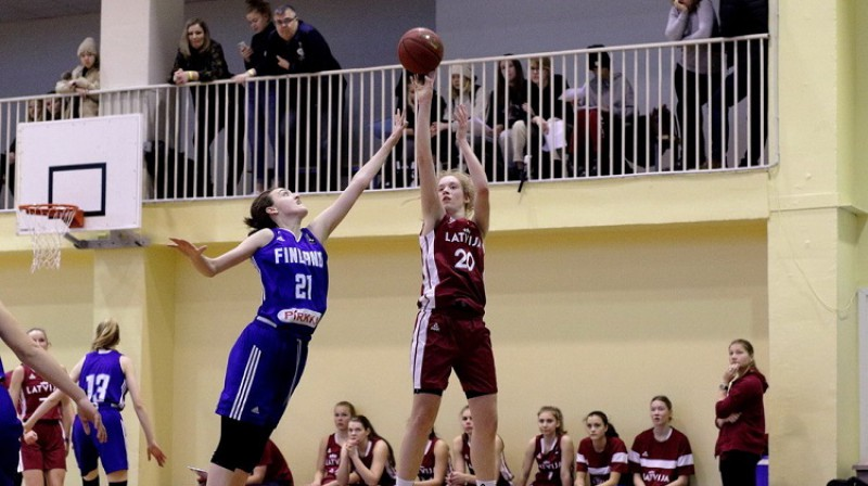 Luīze Sila nopelnīja turnīra vērtīgākās spēlētājas balvu. Foto: Siim Semiskar, basket.ee