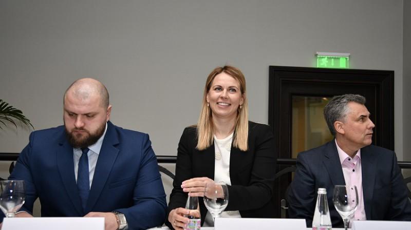 Artūrs Štālbergs, Anete Jēkabsone-Žogota, Jānis Šipkēvics, iespējams, garākajā preses konferencē Latvijas basketbola vēsturē. Foto: Romāns Kokšarovs, f64.lv