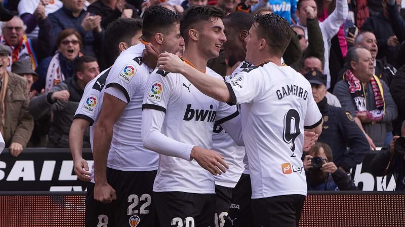 """""""Valencia"""" futbolisti priecājas par vārtu guvumu. Foto: zumapress.com/Scanpix"""
