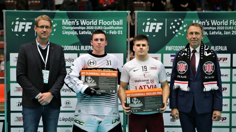 Labākie spēlētāji: Toms Akmeņlauks (#19) un Emils Bots (#31). Foto: Ritvars Raits, floorball.lv