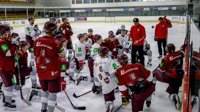 Latvijas hokeja izlase treniņā. Foto: LHF