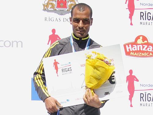 Nordea Rīgas maratonā uzvar marokānis Benazuzs (labots)
