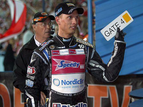 Henkoks izlaiž pirmo GP posmu vēsturē, bet paliek līderis