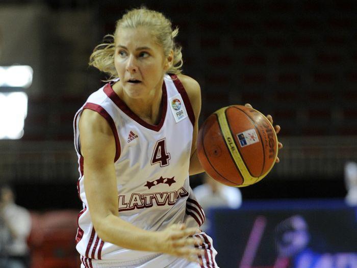 Latvija atspēlē 15 punktus, pagarinājumā pieveic Poliju