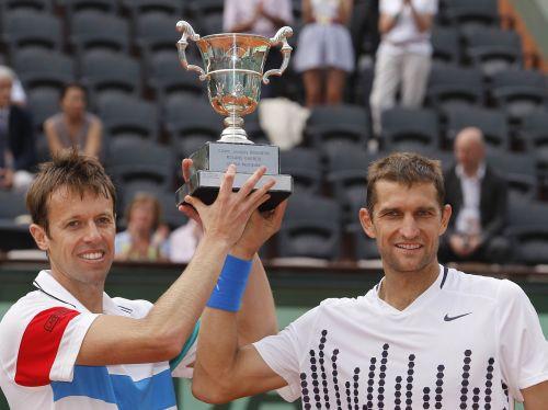 Nestors un Mirnijs kļūst par dubultspēļu čempioniem