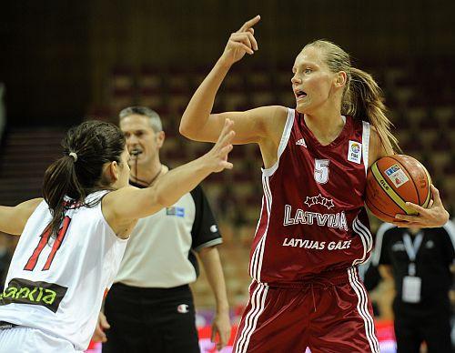 Latvija zaudē pasaules bronzas īpašniecei Spānijai