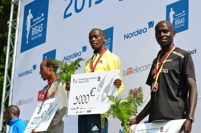 Kenijietis Koečs labo Nordea Rīgas maratona rekordu