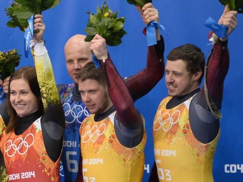 Latvija atkal līksmo - bronza arī kamaniņu komandu stafetē