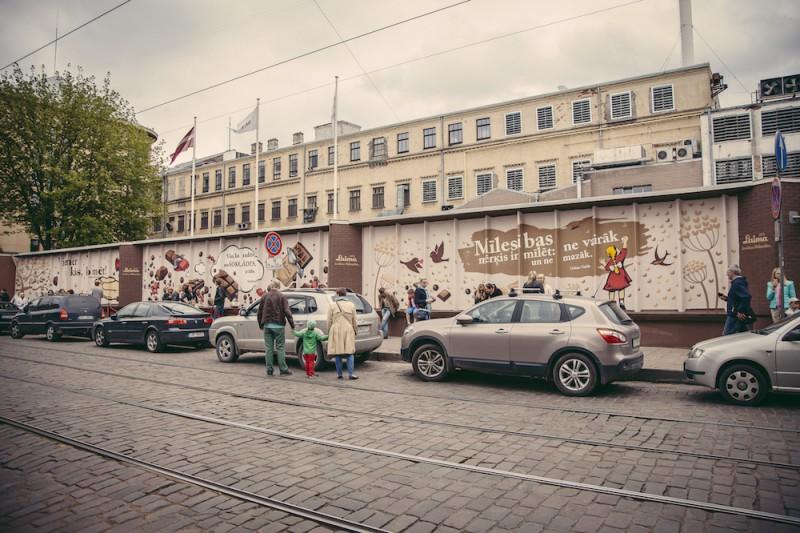Atklāta saldumu fabrikas Laima ražotnes atjaunotā siena